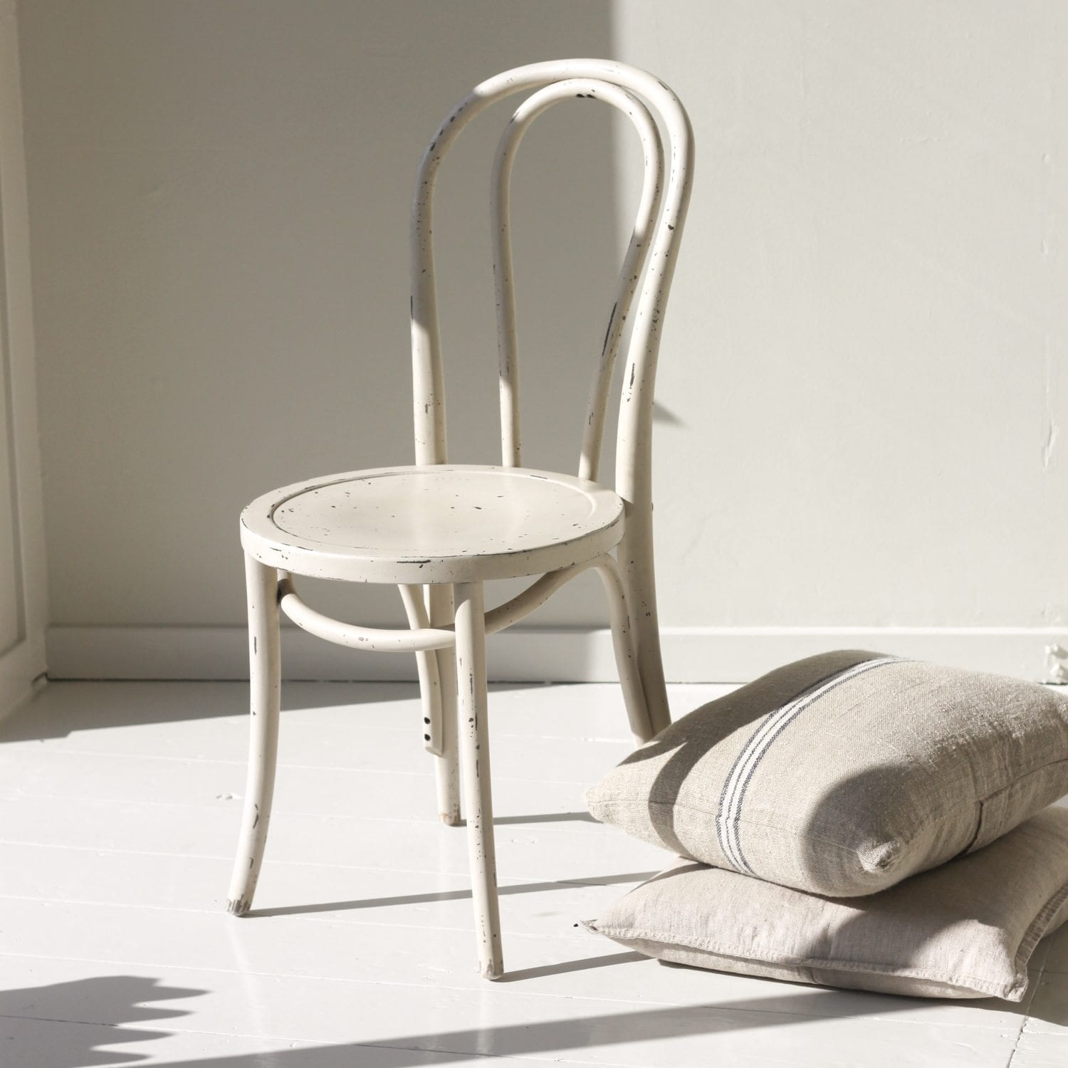 furniture at the by id sale for hans johannes seating hansen f wegner chair round armchairs z