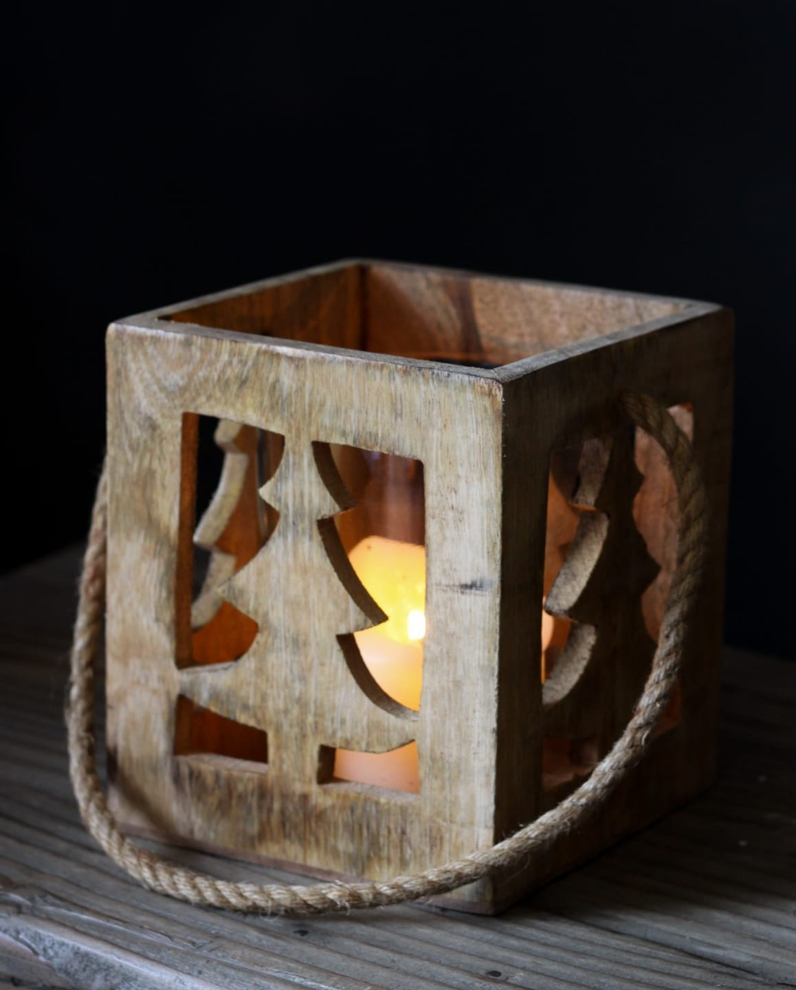 Woodern-Christmas-Lantern-Decoration-Willow-Lifestyle