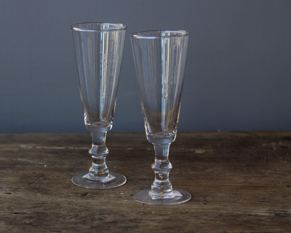 clear-glass-champagne-flutes