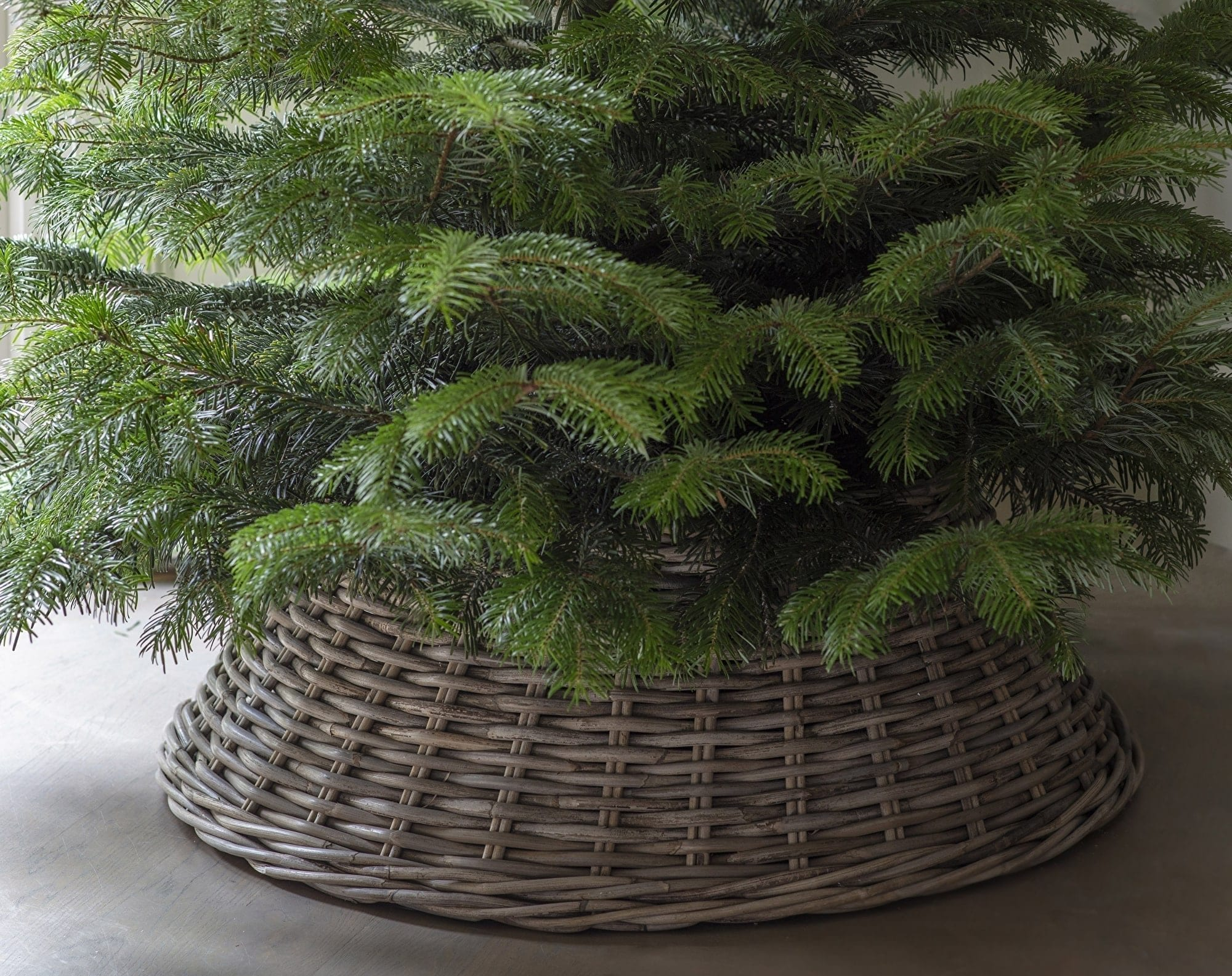 rattan-christmas-tree-basket-willow-lifestyle
